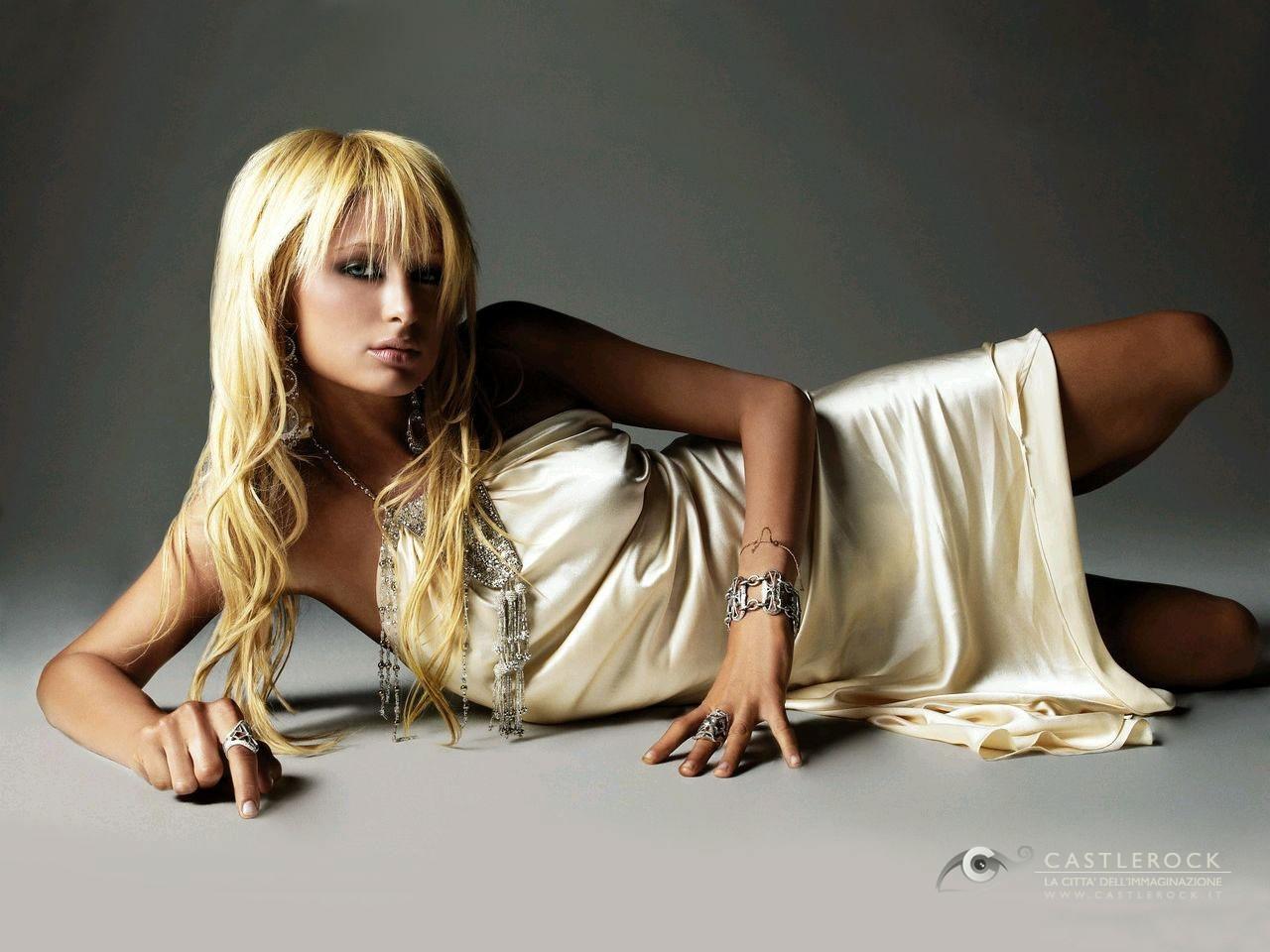 Wallpaper di Paris Hilton in abito oro