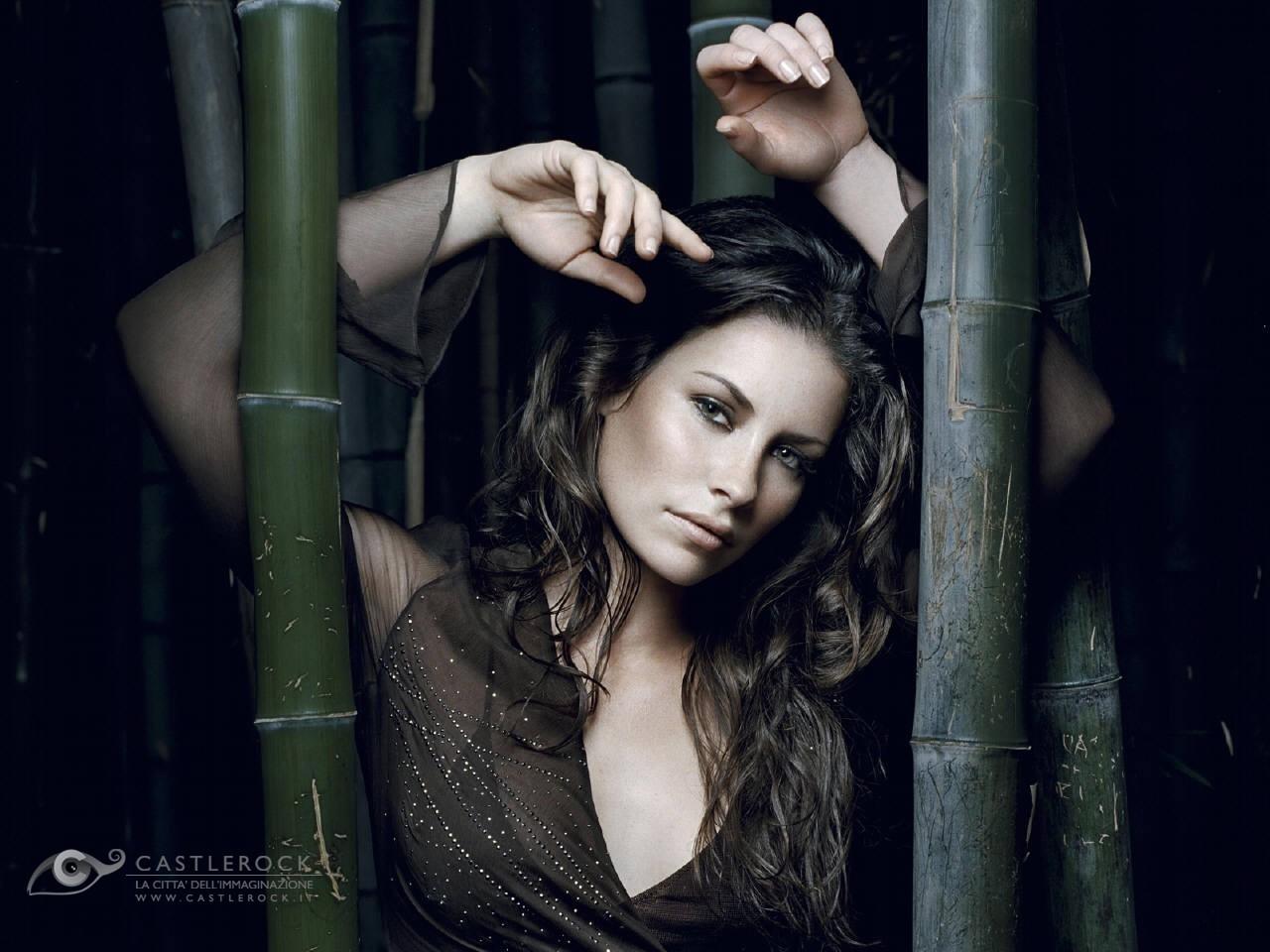 Wallpaper: canne di bambu e fascino per la bella Evangeline Lilly