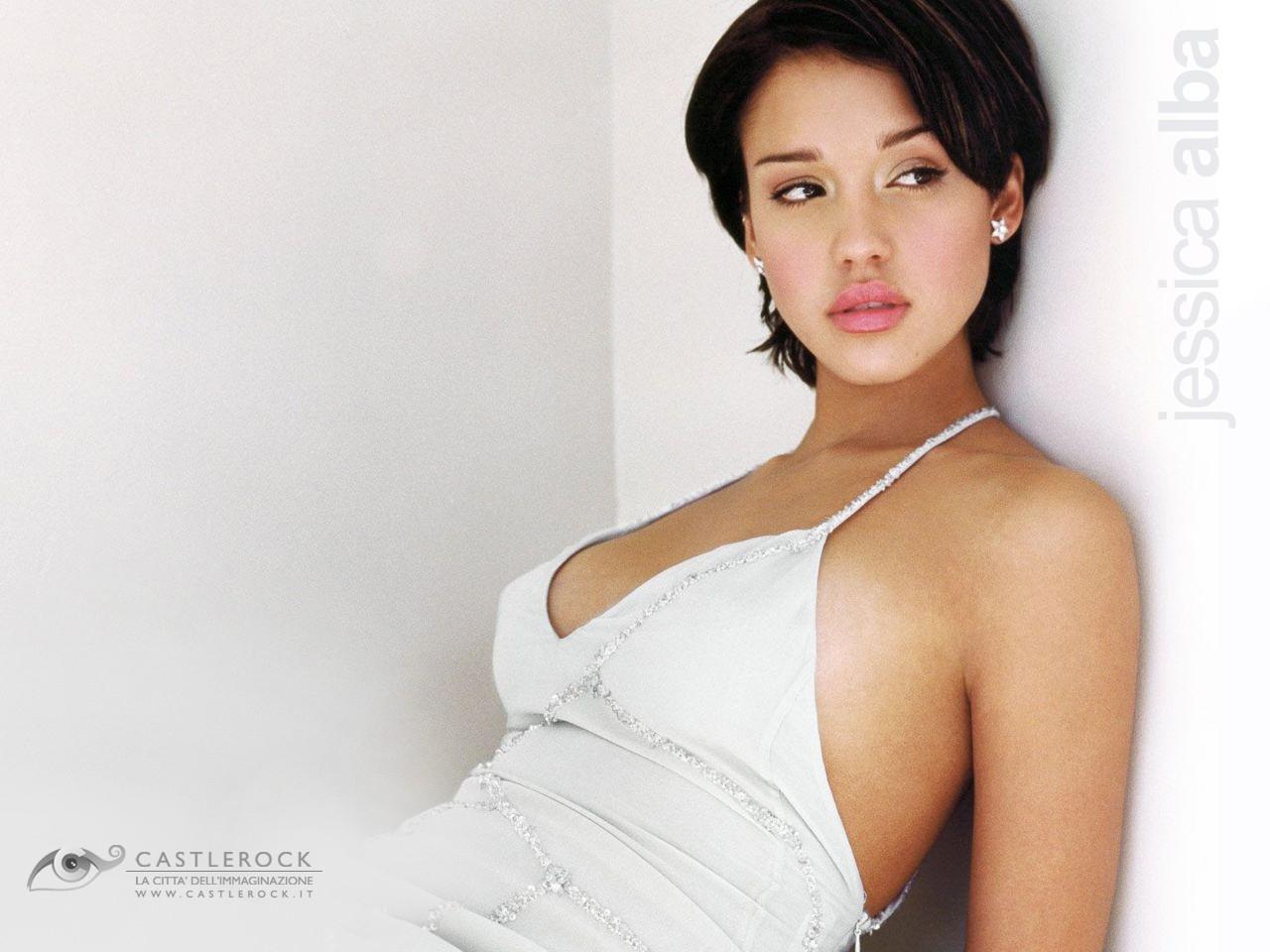 Wallpaper di Jessica Alba fasciata in un abito bianco