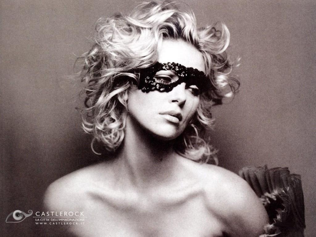 Wallpaper di Charlize Theron, sexy e misteriosa donna mascherata