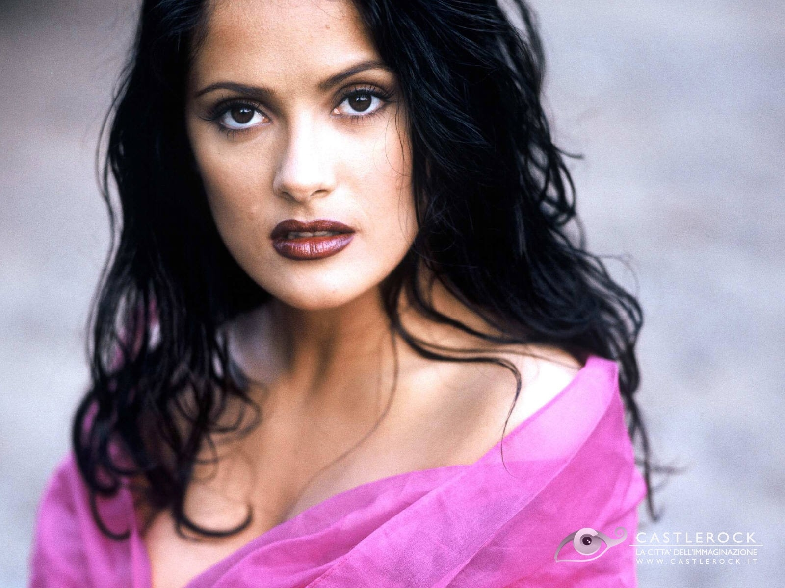 Wallpaper di Salma Hayek in abito rosa