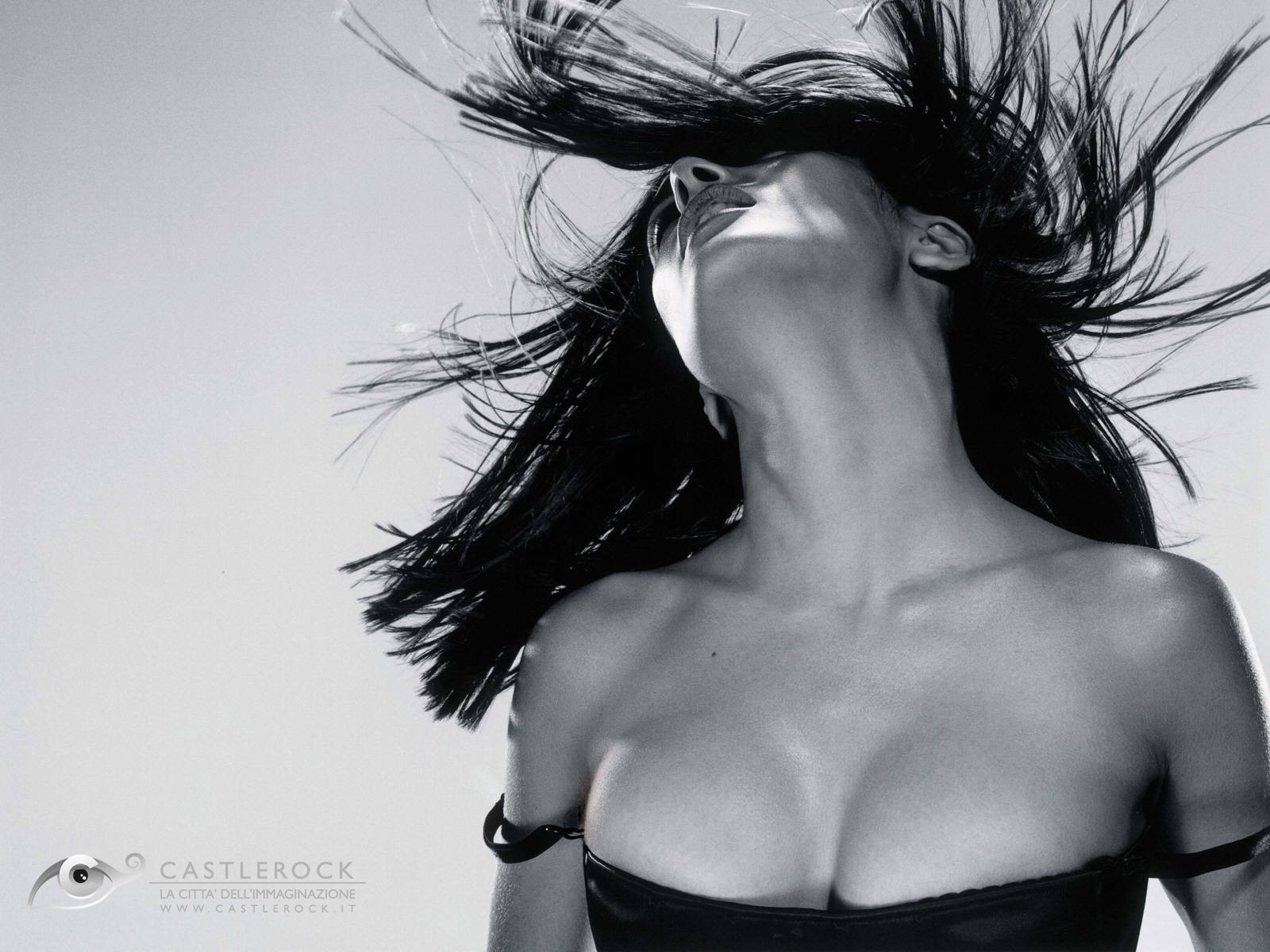 Wallpaper: una sexy Salma Hayek - l'attrice è nata il 2 settembre del 1966, sotto il segno della Vergine