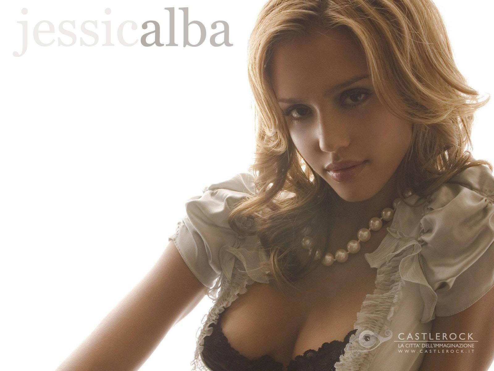 Wallpaper - curve sinuose per Jessica Alba