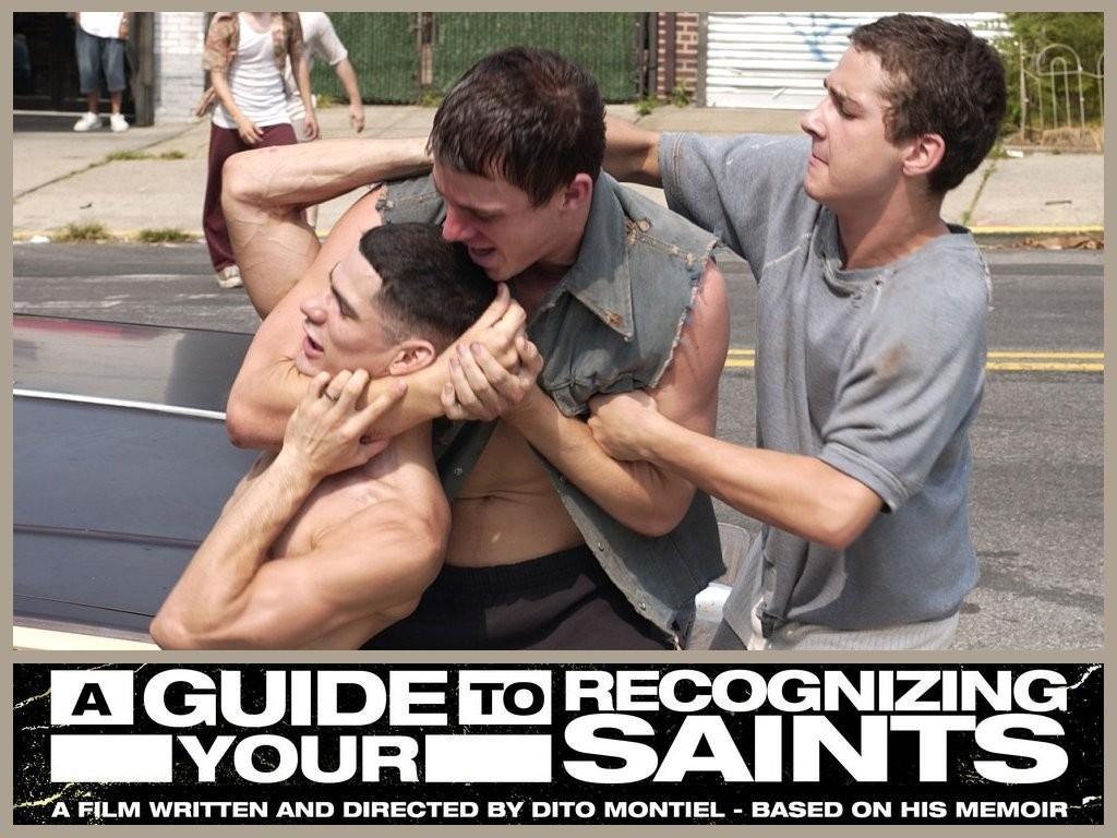 Un desktop wallpaper del film Guida per riconoscere i tuoi santi