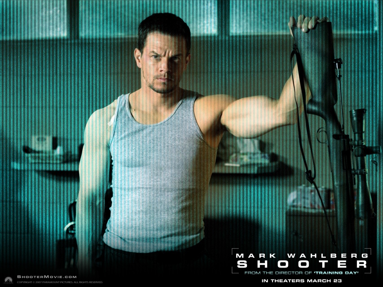 Wallpaper del film Shooter con un muscoloso Mark Wahlberg