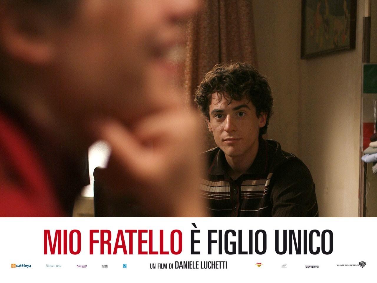 Wallpaper del film Mio fratello è figlio unico con Elio Germano