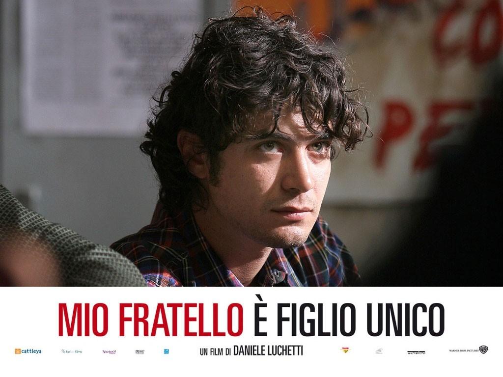 Wallpaper del film Mio fratello è figlio unico, con Riccardo Scamarcio