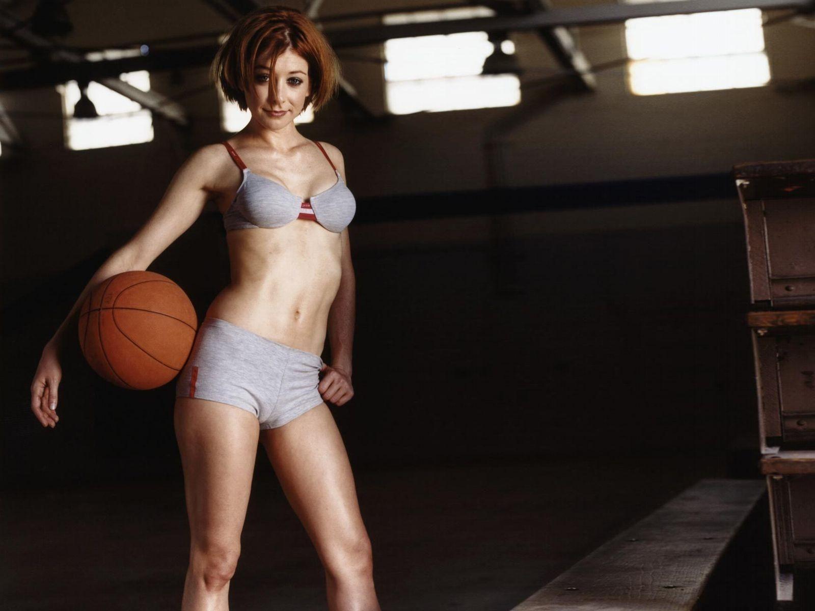 Wallpaper di Alyson Hannigan, sexy e sportiva