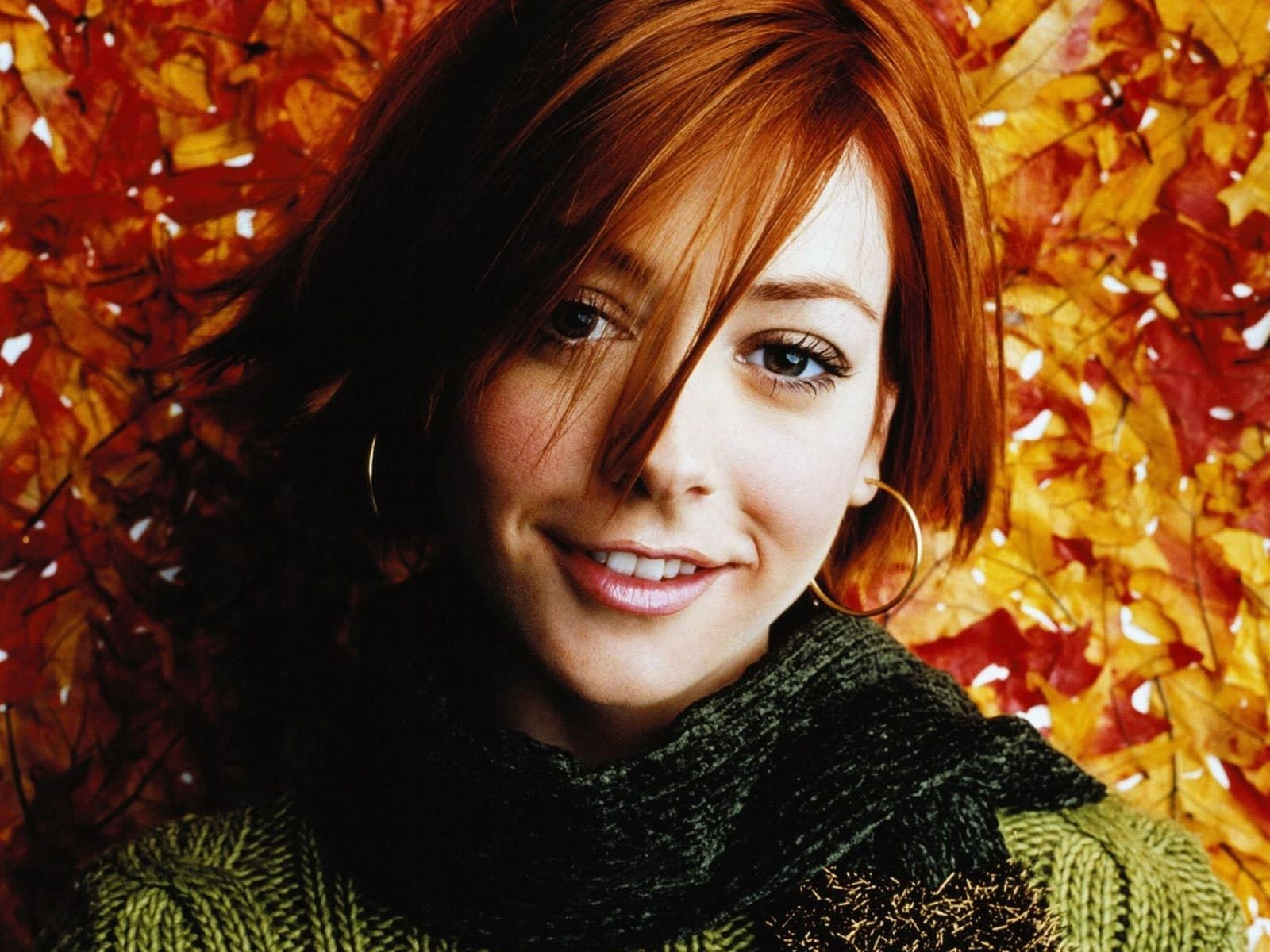 Wallpaper di Alyson Hannigan in versione autunnale