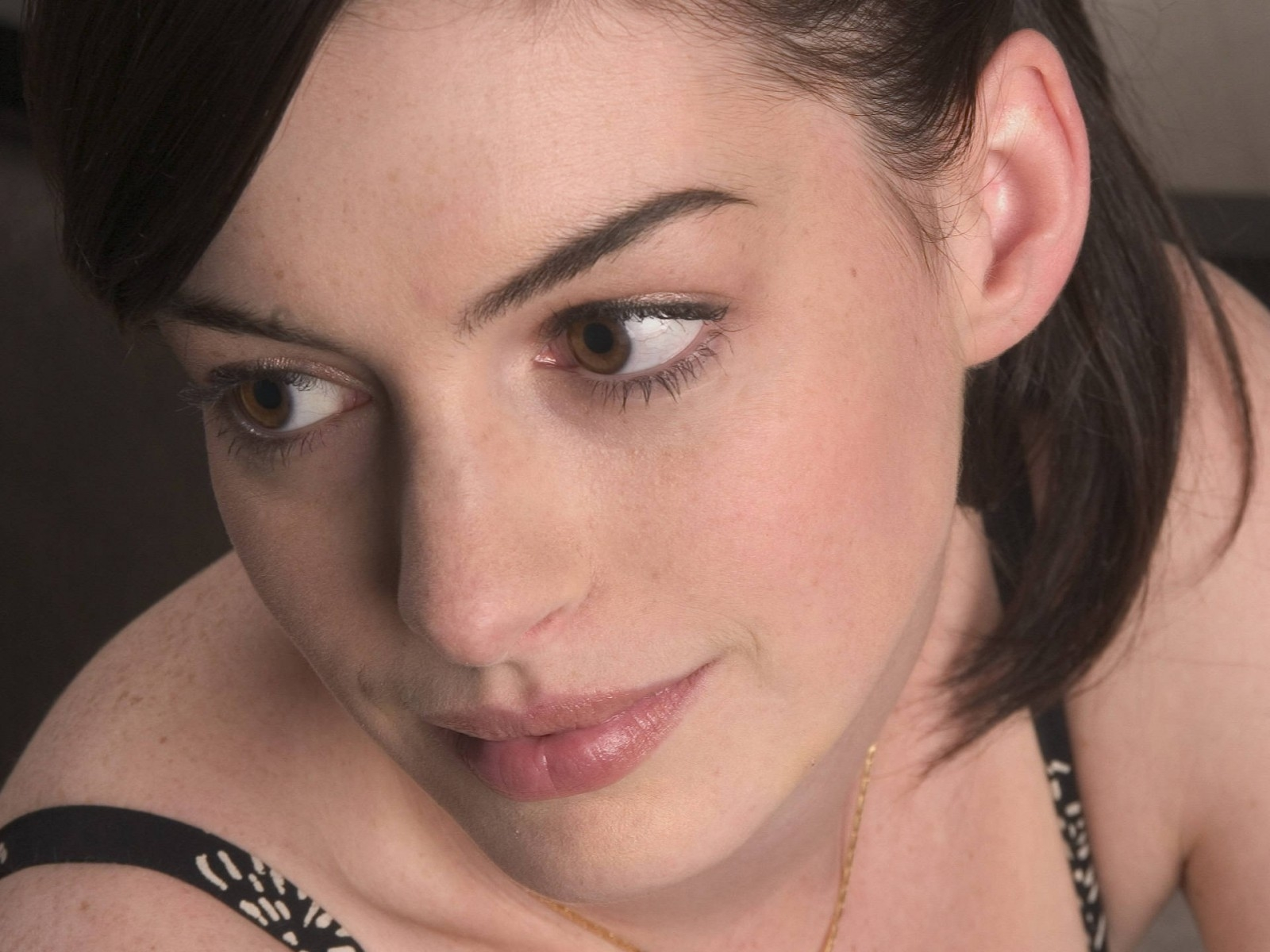 Wallpaper di Anne Hathaway - 10