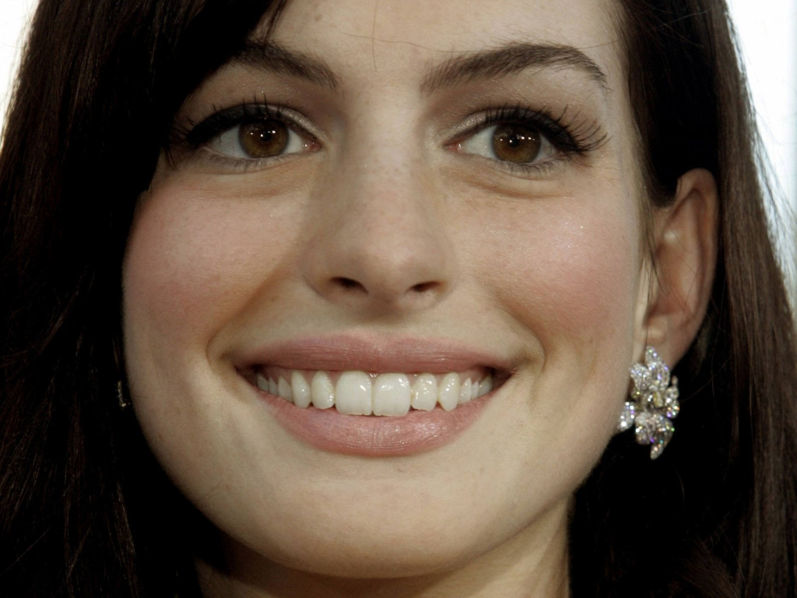 Wallpaper di Anne Hathaway - 11