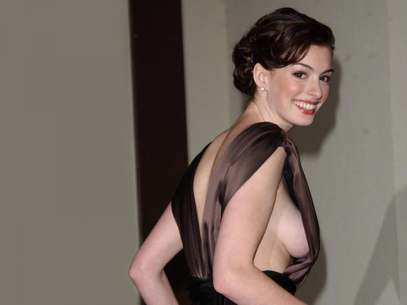 Wallpaper di Anne Hathaway - 12