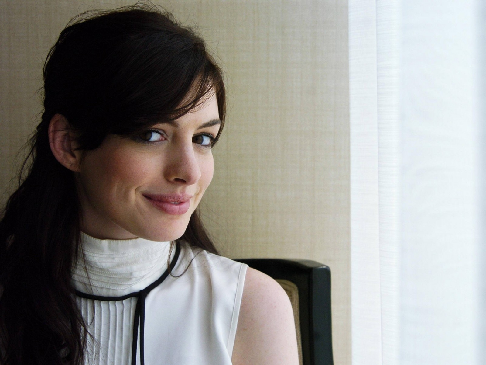 Wallpaper di Anne Hathaway - 13