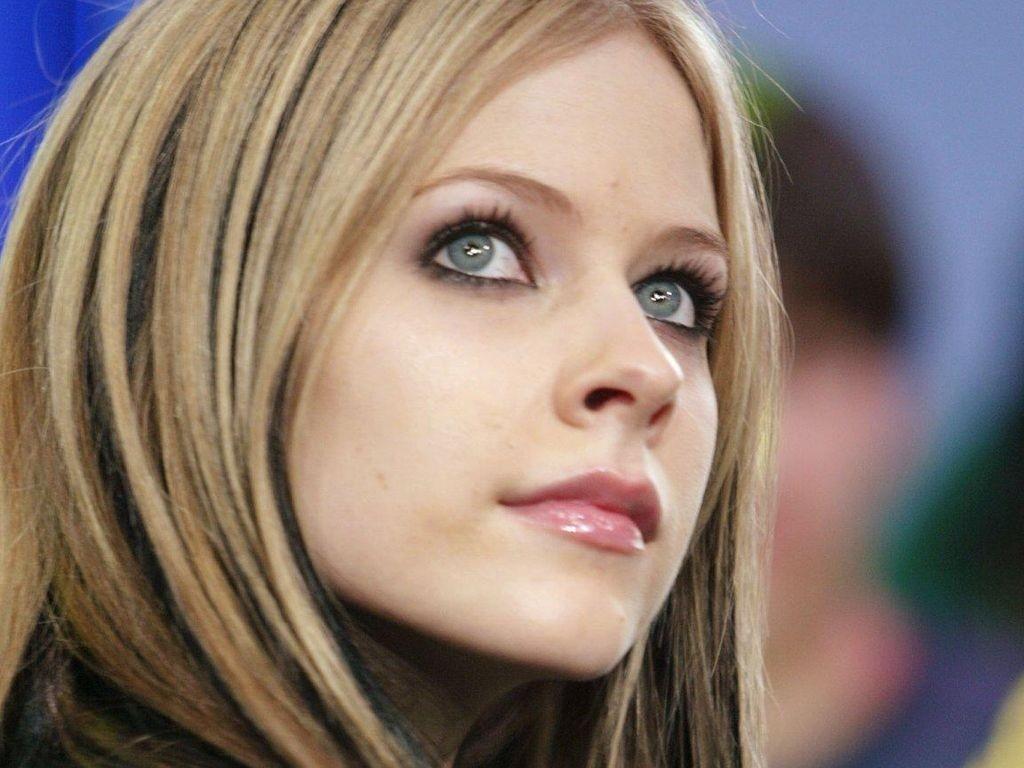 Wallpaper della popstar e attrice Avril Lavigne