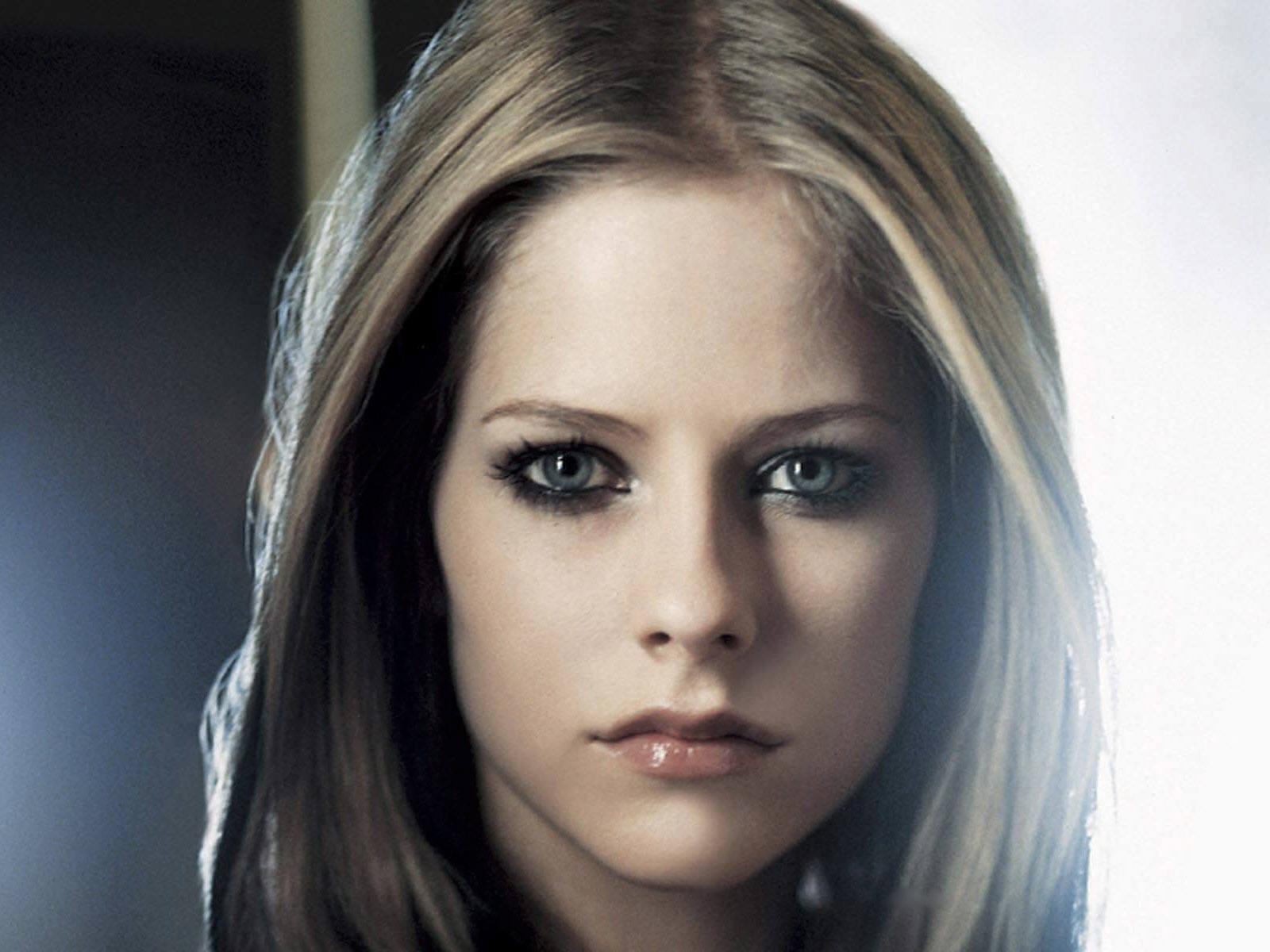 Wallpaper di Avril Lavigne - la popstar canadese è nata il 27 settembre 1984