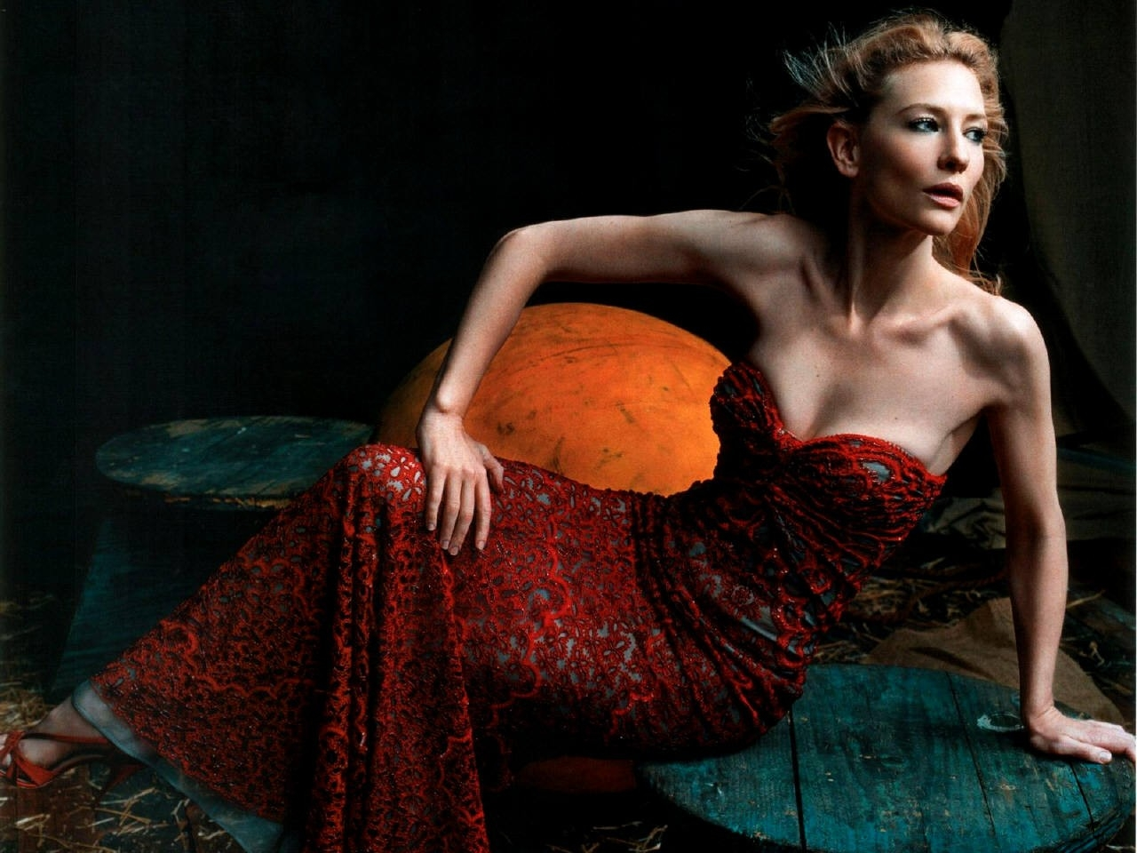 Wallpaper di Cate Blanchett, splendida in abito rosso