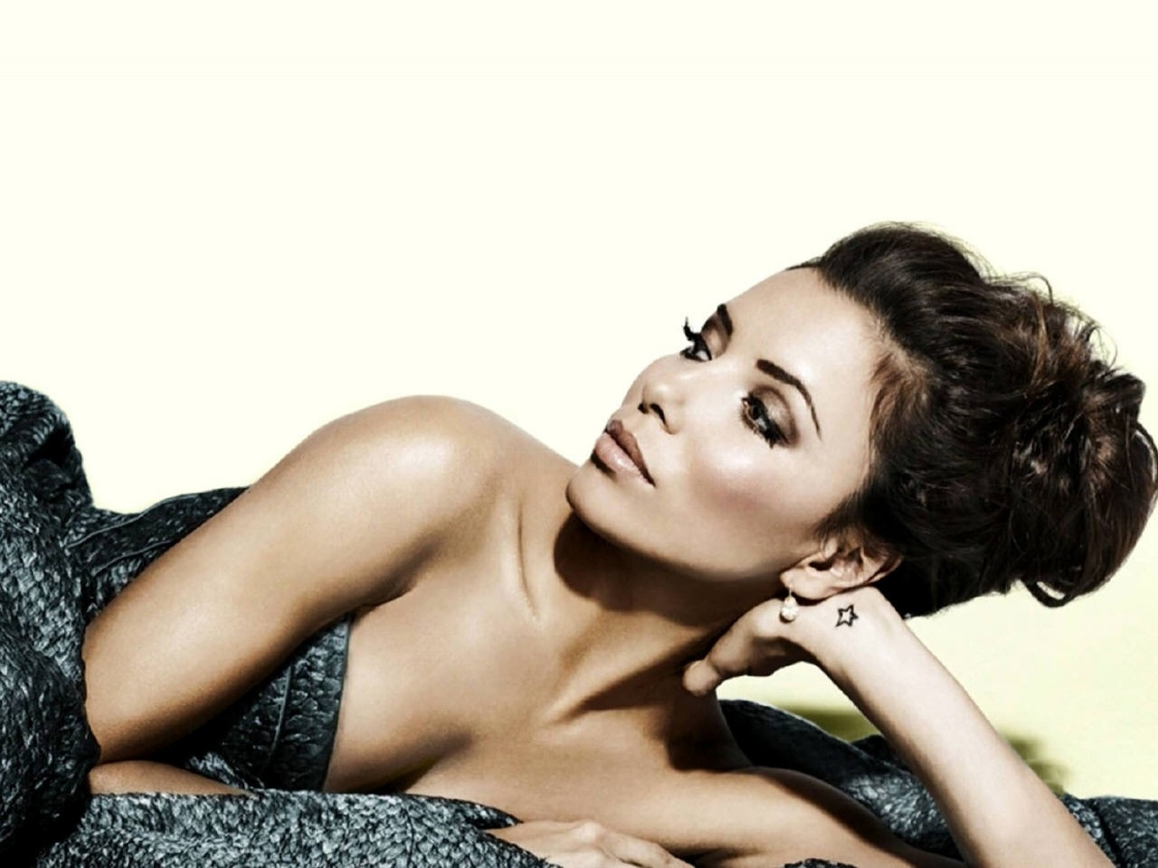 Wallpaper di Eva Longoria Parker in versione chic