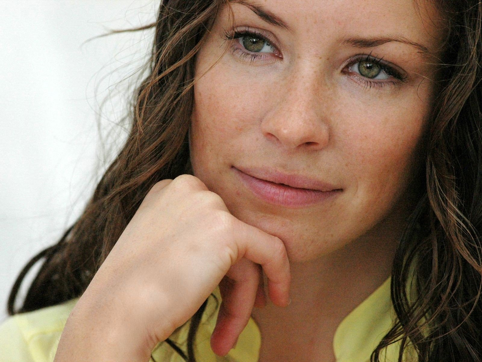 Wallpaper di un primo piano di Evangeline Lilly