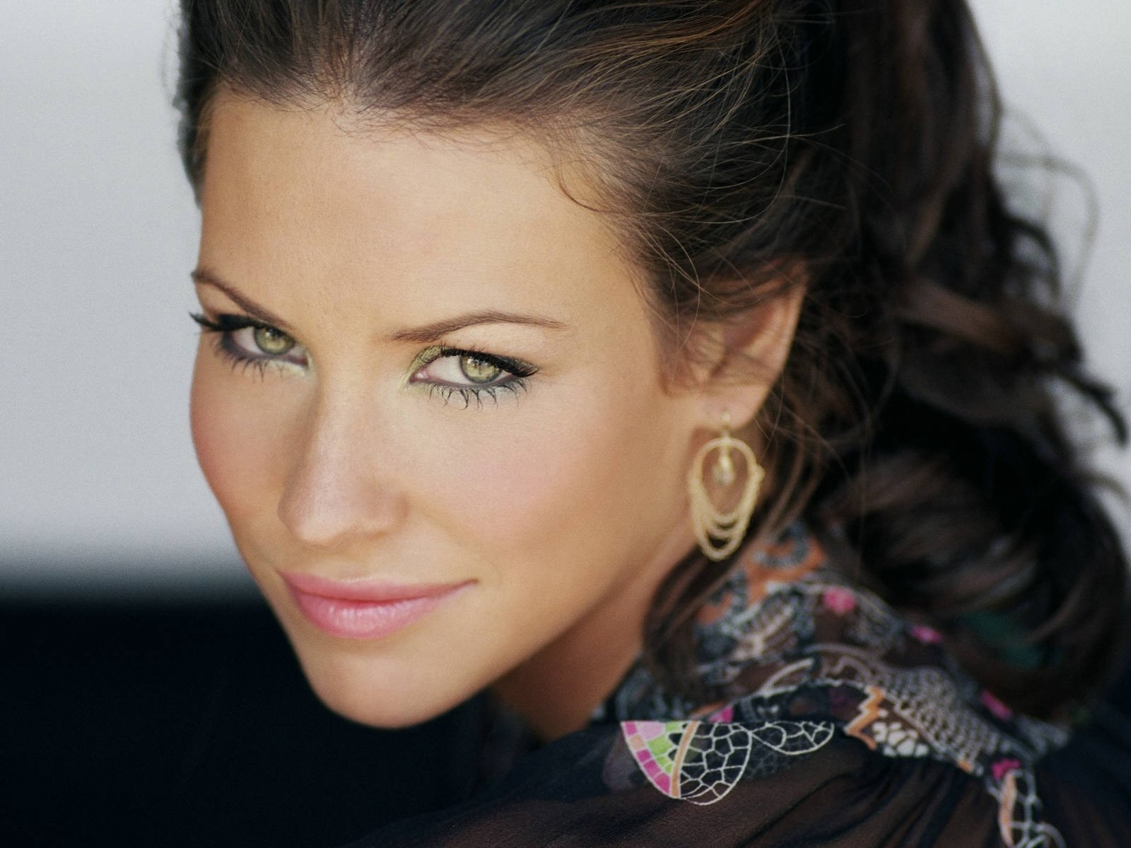 Wallpaper di Evangeline Lilly in versione glamour