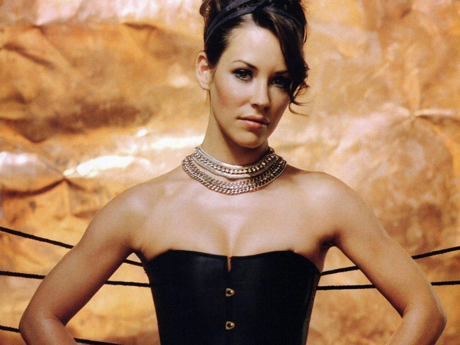 Wallpaper: la sexy Evangeline Lilly