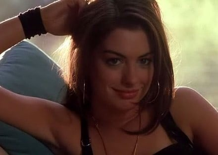 Anne Hathaway in una scena del film Havoc