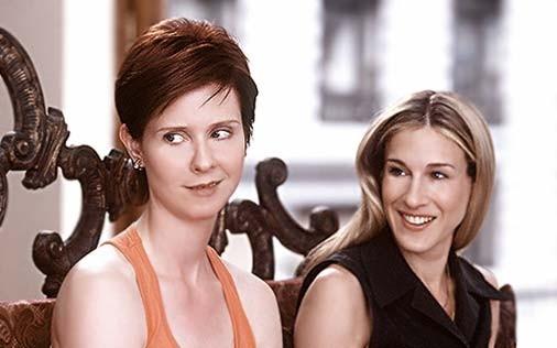 Cynthia Nixon e Sarah Jessica Parker in una scena di Sex and the City, episodio Differenze sociali.. ostacolo all'amore?