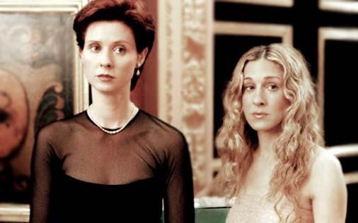 Cynthia Nixon e Sarah Jessica Parker in una scena di Sex and the City, episodio Obiettivo: matrimonio