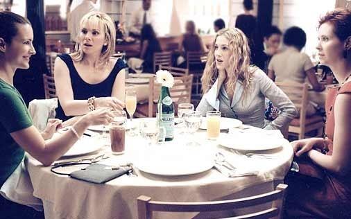 Cynthia Nixon, Sarah Jessica Parker, Kim Cattrall e Kristin Davis in una scena di Sex and the City, episodio L'amico per il sesso