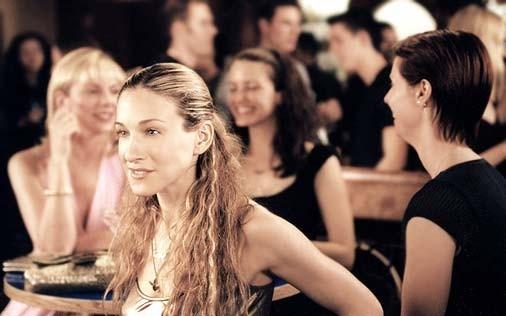 Cynthia Nixon, Sarah Jessica Parker, Kim Cattrall e Kristin Davis in una scena di Sex and the City, episodio Leggende metropolitane, miti, luoghi comuni