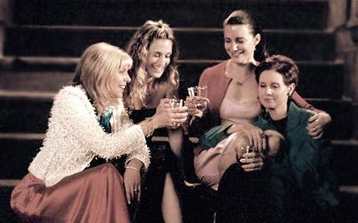 Cynthia Nixon, Sarah Jessica Parker, Kim Cattrall e Kristin Davis in una scena di Sex and the City, episodio Obiettivo: matrimonio