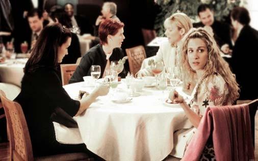 Cynthia Nixon, Sarah Jessica Parker, Kim Cattrall e Kristin Davis in una scena di Sex and the City, episodio Strane opportunità