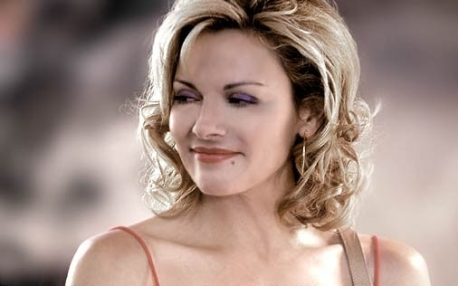Kim Cattrall in una scena di Sex and the City, episodio Ex: la terza dimensione