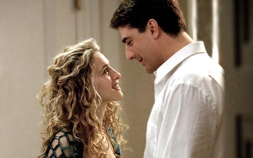 Sarah Jessica Parker e Chris Noth in una scena di Sex and the City, episodio Sesso: bugie e tradimenti