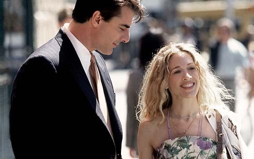 Sarah Jessica Parker e Chris Noth in una scena di Sex and the City, episodio Si può cambiare per amore?
