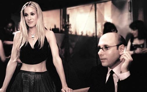 Sarah Jessica Parker e Willie Garson in una scena di Sex and the City, episodio Soffrire per amore