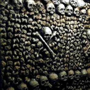 Una suggestiva immagine del film Catacombs