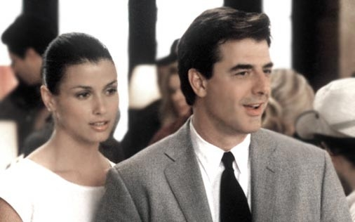 Chris Noth e Bridget Moynahan in una scena di Sex and the City, episodio C'è chi va e c'è chi viene