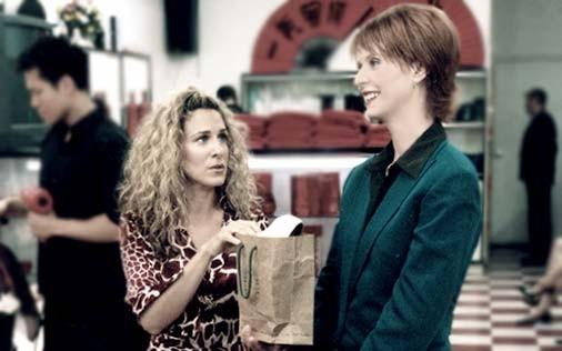 Cynthia Nixon e Sarah Jessica Parker in una scena di Sex and the City, episodio Chi la fa l'aspetti