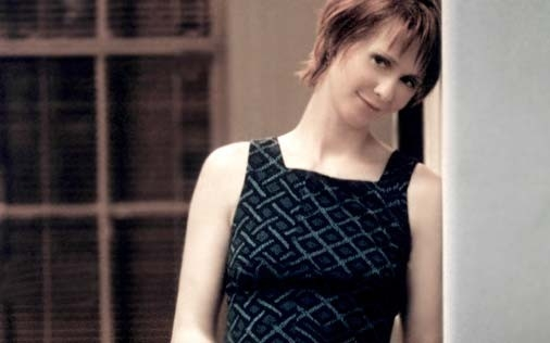 Cynthia Nixon in una scena di Sex and the City, episodio La paura di scegliere