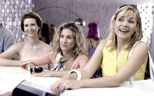Cynthia Nixon, Sarah Jessica Parker e la bionda Kim Cattrall in una scena di Sex and the City, episodio Fuga dalla città