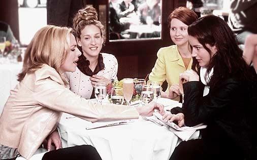 Cynthia Nixon, Sarah Jessica Parker, Kim Cattrall e Kristin Davis in una scena di Sex and the City, episodio Sfide al femminile