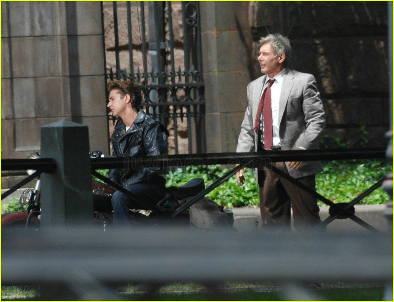 Harrison Ford e Shia laBeouf durante le riprese di Indiana Jones 4