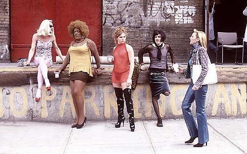Kim Cattrall in una scena di Sex and the City, episodio Quando gli uomini sono troppi?