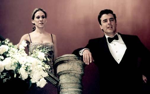 Sarah Jessica Parker e Chris Noth in una scena di Sex and the City, episodio Come far funzionare una relazione