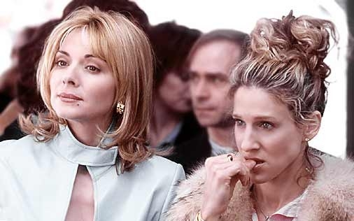 Sarah Jessica Parker e Kim Cattrall in una scena di Sex and the City, episodio Politicamente eretto