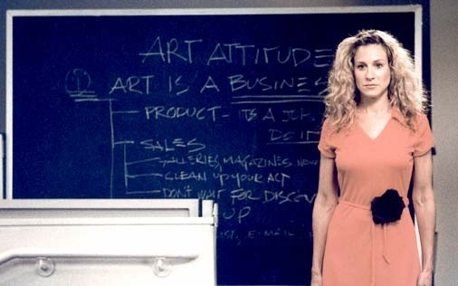 l'attrice Sarah Jessica Parker in una scena di Sex and the City, episodio Aminemiche