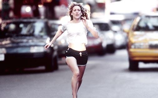 Sarah Jessica Parker in una scena di Sex and the City, episodio La paura di scegliere