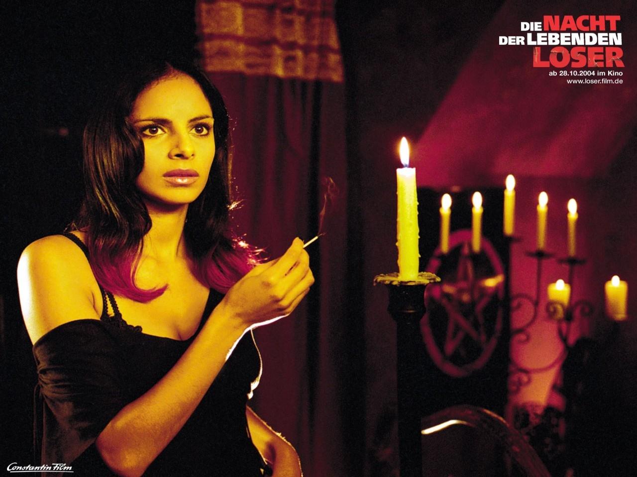Wallpaper con una delle protagoniste del film Maial Zombie