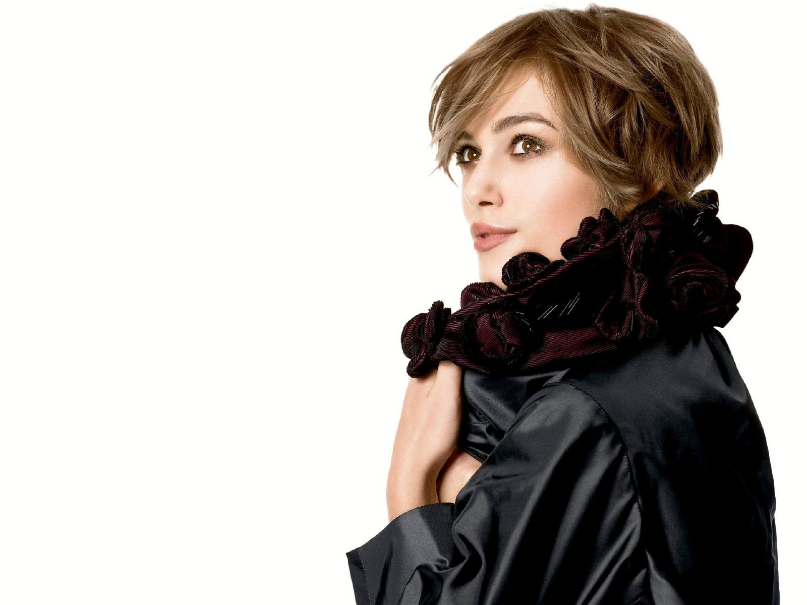Wallpaper di Keira Knightley, elegante signora in nero