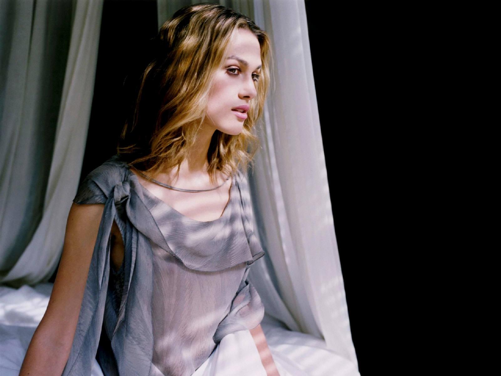 Wallpaper - riflessi di luce e sensualità per Keira Knightley